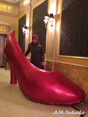 Gigantic sparkly shoe!!