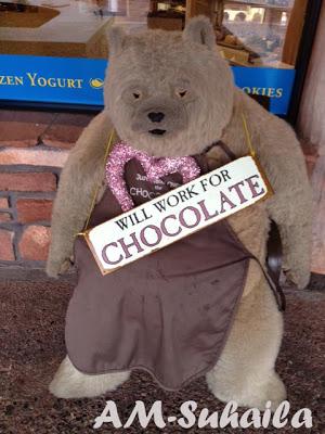 """Ain't this fella just soooooo cute - he was """"guarding"""" a chocolate shop, hah!"""